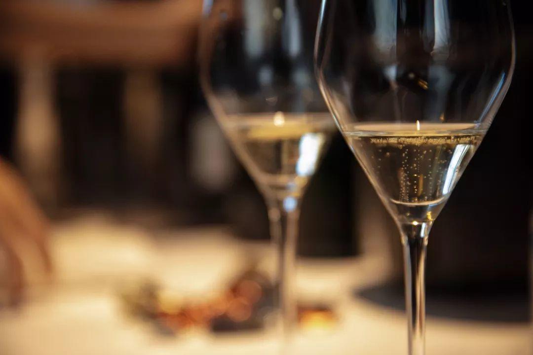 2018香槟市场报告| 大中华区持续攀升,大家都开始喝香槟了!
