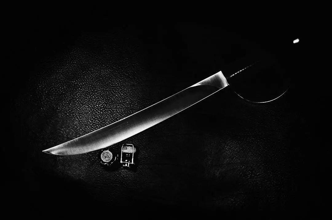 收藏 | 削香槟,你需要一把有型的刀