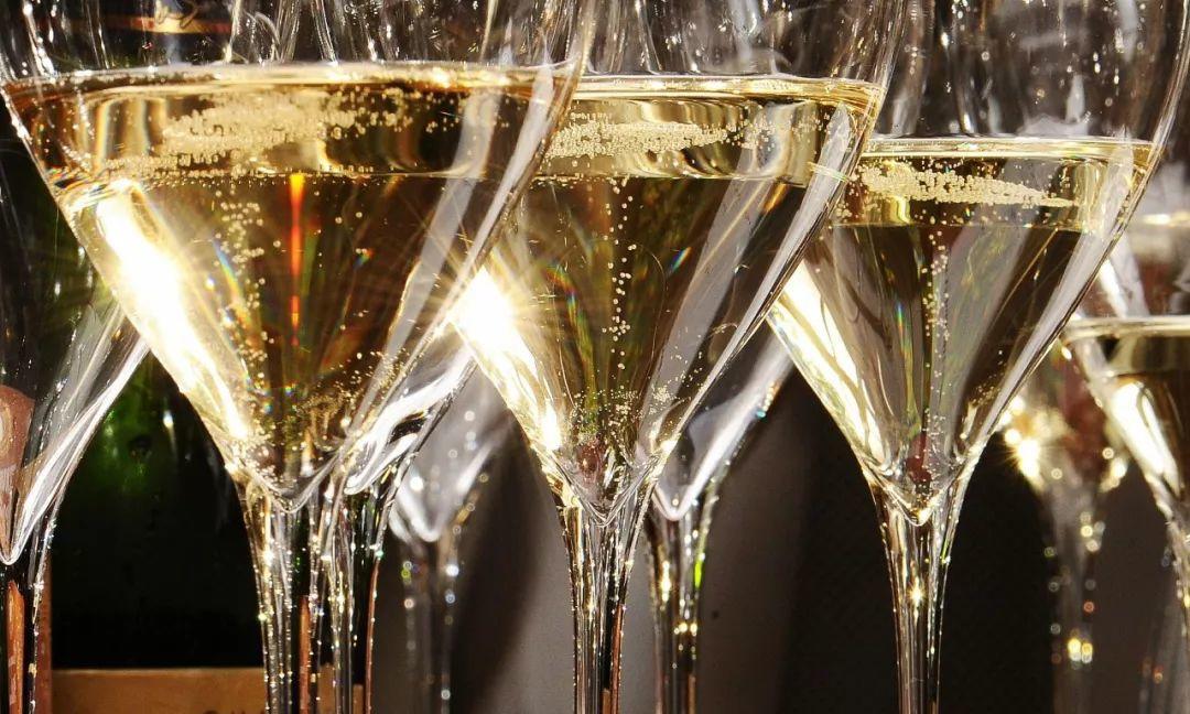 香槟趣闻│洗一场香槟浴要花多少钱?