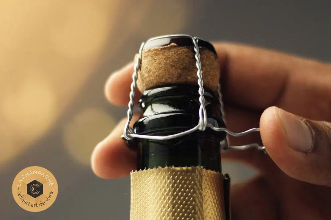 开一瓶香槟要拧多少次,你数过吗?