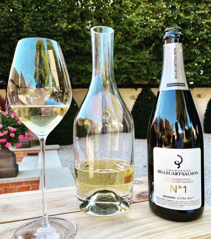 香槟新闻   沙龙贝尔限量版黑中白、法国侍酒师比赛在兰斯举行、独立酒农线上展会